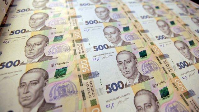 НБУ продовжує рефінансувати «довгими» і величезними кредитами лише один банк