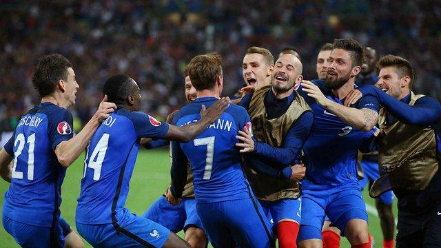 Збірна Франції першою вийшла в 1/8 фіналу Євро-2016