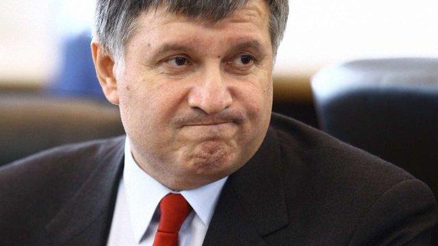 Арсен Аваков подарував вогнепальну зброю 88 депутатам