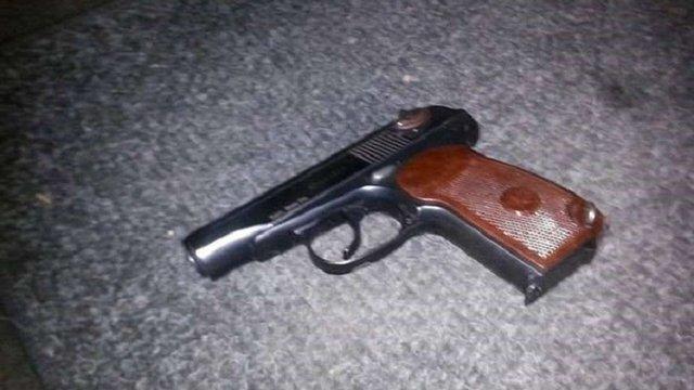 У Львові поліцейський напав з пістолетом на водія таксі