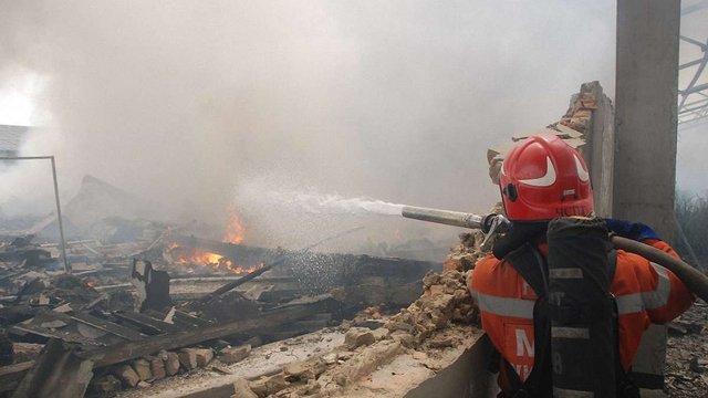 У Буську згорів склад з меблевою фурнітурою
