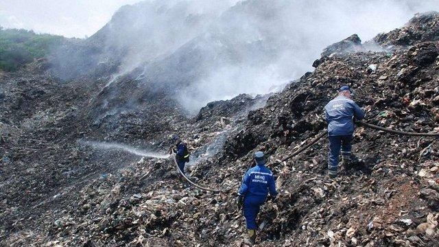 У неділю в Рудках та Стрию гасили пожежі на місцевих сміттєзвалищах