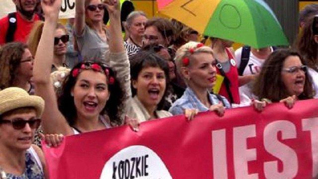 У Варшаві чоловіки вийшли на Марш Гідності, щоб підтримати права жінок