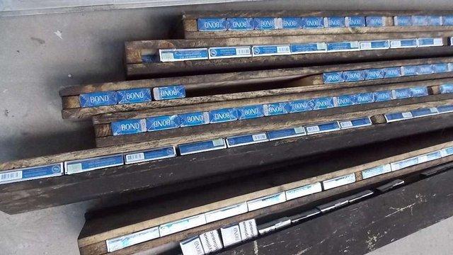 У пункті пропуску «Краковець» прикордонники затримали вантажівку з контрабандними цигарками