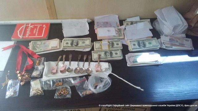 Прикордонники затримали подружжя, яке вивозило в «ДНР» гроші та золото