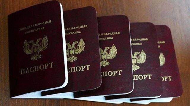 Захарченко похвалився 10 тис. виданих «паспортів ДНР». На черзі - Кобзон
