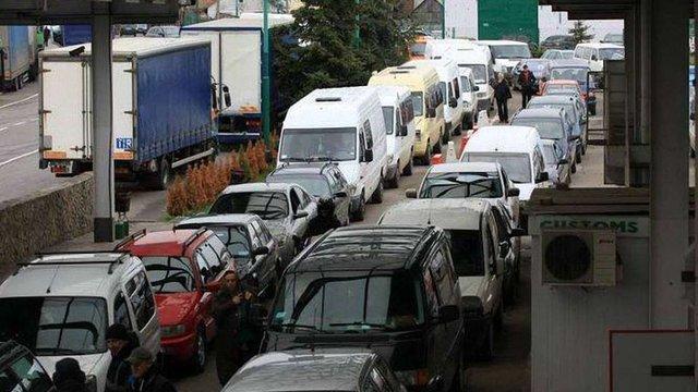 Власників авто з іноземною реєстрацією не штрафуватимуть до 1 липня