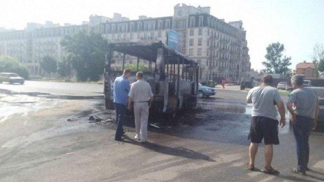 В Одесі спалахнула на ходу і згоріла дотла маршрутка 2016 р. в.