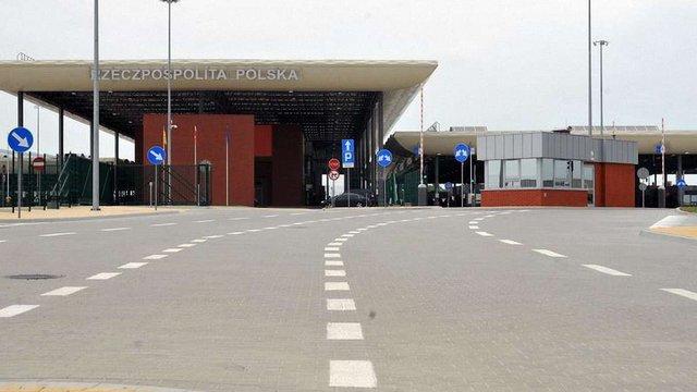 В Угринові на Львівщині продовжили експеримент пішого переходу через кордон