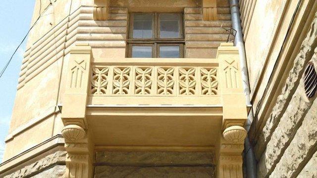 Балкони сецесійного будинку у Львові відреставрували