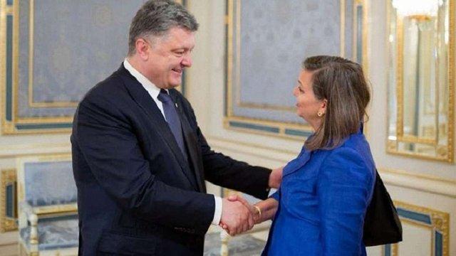 Відбулась зустріч Петра Порошенка з Вікторією Нуланд