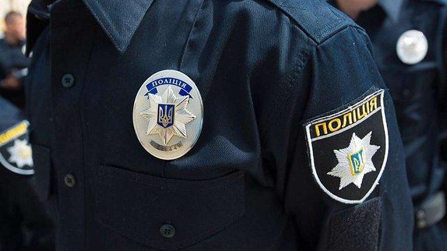 Поліцейські опублікували відео, на якому патрульний б'є затриманого громадянина в наручниках
