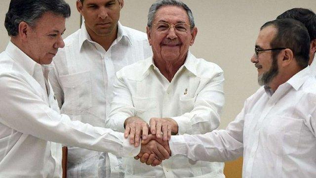 Уряд Колумбії та повстанці лівого руху ФАРК підписали історичну угоду про припинення вогню