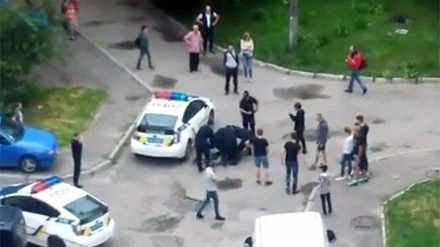На Сихові у Львові між патрульними та підлітками виникла бійка