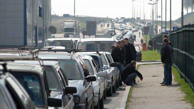 На восьми пунктах пропуску до Польщі у чергах застрягли 920 автомобілів