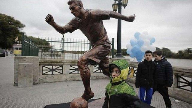 У Буенос-Айресі встановили пам'ятник футболісту Ліонелю Мессі