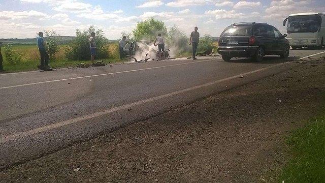 На трасі Львів – Рава-Руська зіткнулися легковик і вантажівка, є жертви