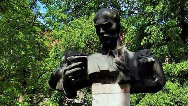 Пам'ятник Тудору планують перенести в Олеський замок