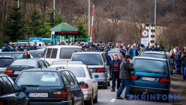 На кордоні з Польщею - знову черга із понад тисячі авто