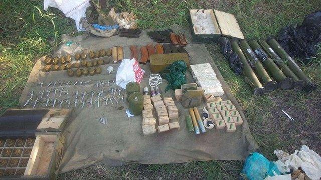 Неподалік Харкова виявили схованку зі зброєю та боєприпасами