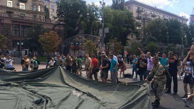 У Києві перекрили Хрещатик з вимогою змінити запобіжний захід бійцю «Айдару»