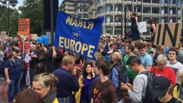 У Лондоні проходить багатотисячний марш протесту проти виходу з ЄС