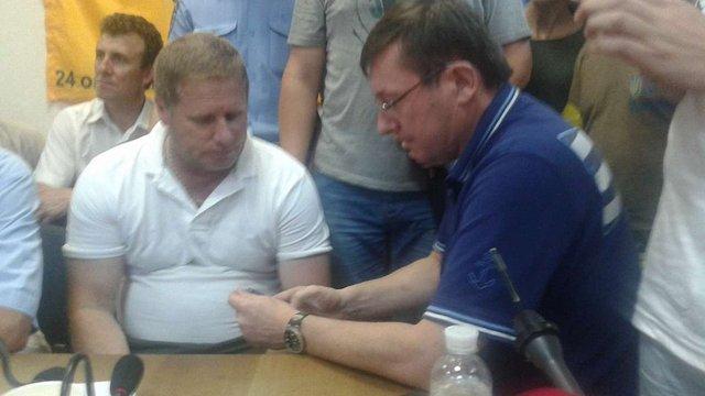 Прокуратура вимагатиме відпустити комбата «Айдару» під особисте зобов'язання, – Юрій Луценко