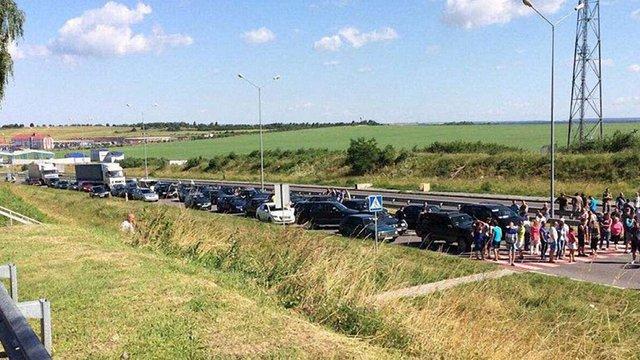 Три з шести пунктів пропуску на Львівщині залишаються заблокованими