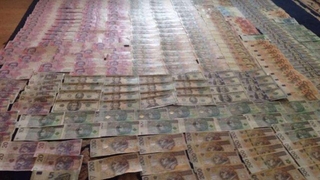 Прокуратура викрила працівника Львівської митниці, підозрюваного у контрабанді дорогих товарів