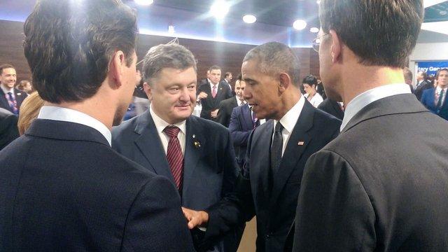 На саміті НАТО Порошенко посміявся з Mеркель, поговорив з Обамою і домовився з Кемероном