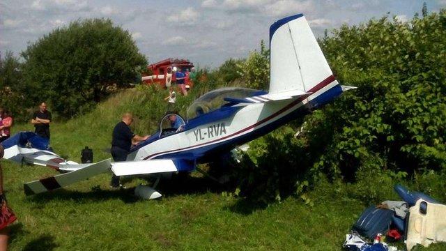 У Золочівському районі здійснив вимушену посадку приватний літак