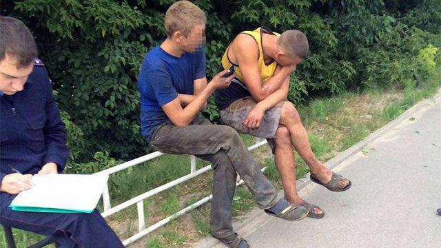 Львівські патрульні затримали двох осіб, які обкрадали авто