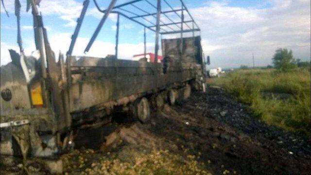 Біля Львова згоріла вантажівка з пластиковими пляшками