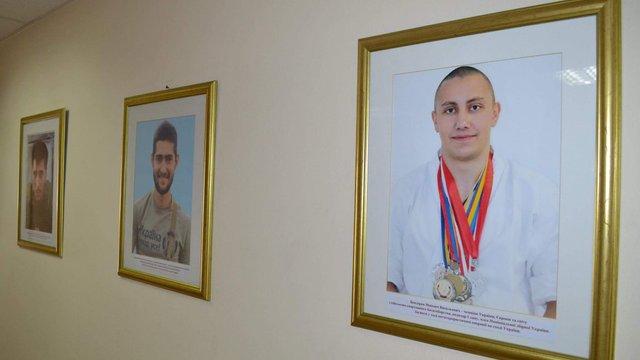 У Мінмолодьспорту замінили портрети екс-міністрів на портрети загиблих в АТО спортсменів