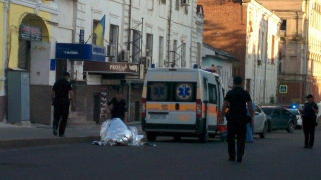 У центрі Харкова, біля офісу «Просвіти» застрелили людину