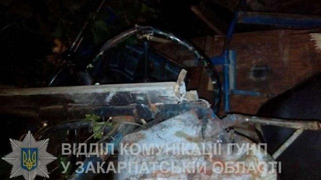 Саморобне авто з львівськими молодятами розбилось в Карпатах