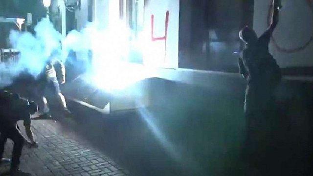 У Києві невідомі закидали фаєрами будівлю «Росспівробітництва»
