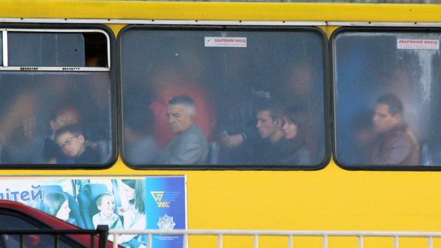 Садовий закликав львів'ян повідомляти про водіїв, які вмикають музику в маршрутках