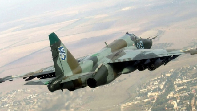 Пілота з палаючого бомбардувальника Су-25 госпіталізували, літак згорів вщент