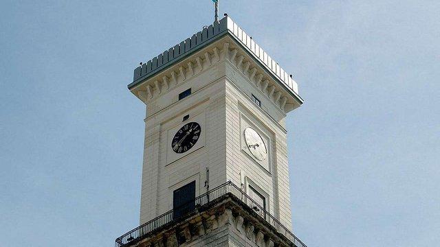 На Львівській ратуші зламався годинник