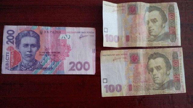 На Луганщині перед довиборами до ВРУ роздають конверти з фальшивими грошима і агітками