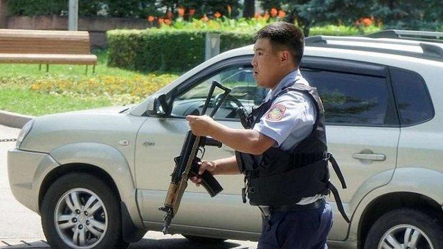 В Алмати сталася перестрілка біля відділення поліції