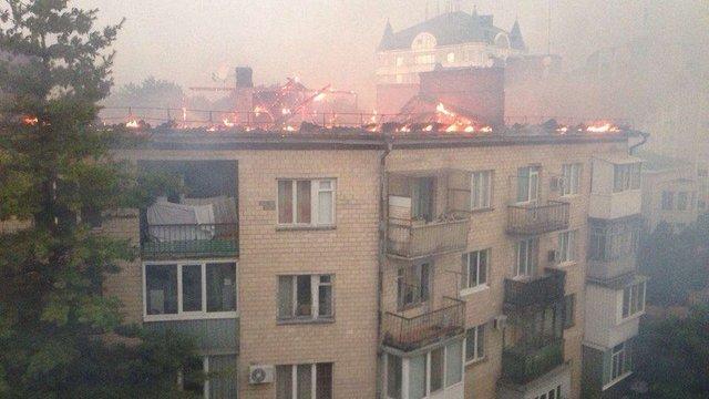 У центрі Полтави від удару блискавки загорівся будинок