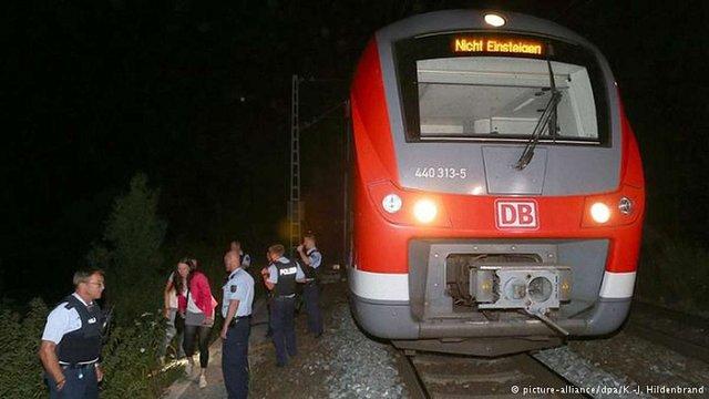 Афганський підліток з сокирою напав на пасажирів поїзда у Німеччині