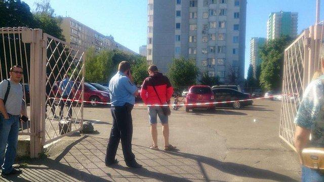 У Києві вибухнула граната на автостоянці: пошкоджені 4 авто