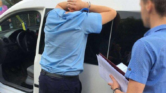 На Львівщині митник і прикордонник організували схему нелегального ввезення автомобілів з ЄС