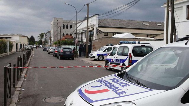 Під час антитерористичного рейду в околицях Парижу затримали 20 осіб