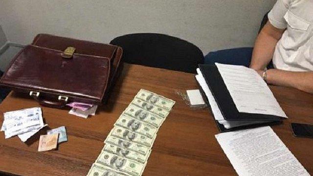В аеропорту «Київ» затримали начальника митного поста за хабар