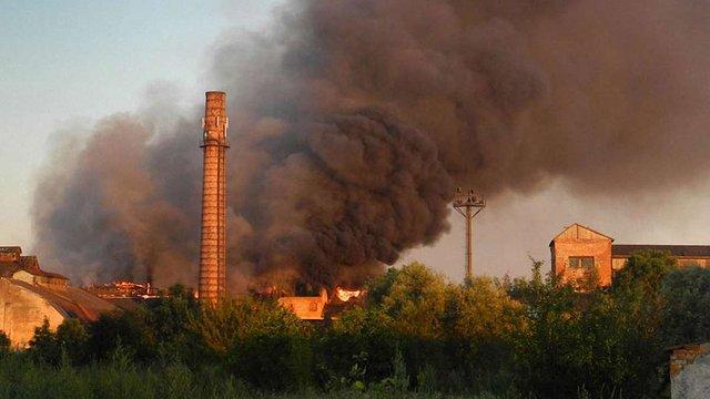 У Ходорові загорілися цехи старого цукрового заводу