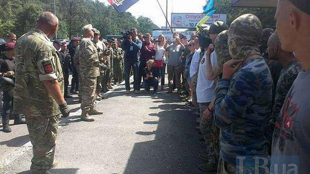 Націоналісти Коханівського чекають хресну ходу під Києвом на Житомирській трасі